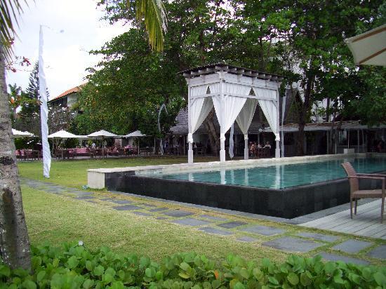 บาหลี การ์เด้น บีช รีสอร์ท: one of the pools