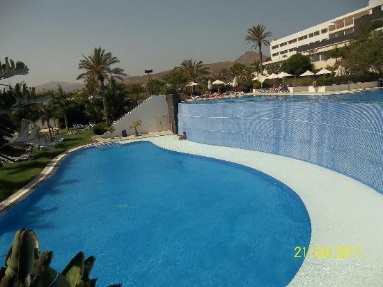 Hotel Costa Calero: one of the pools