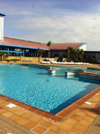 Hendra Holiday Park: The outdoor pool @ Hendra