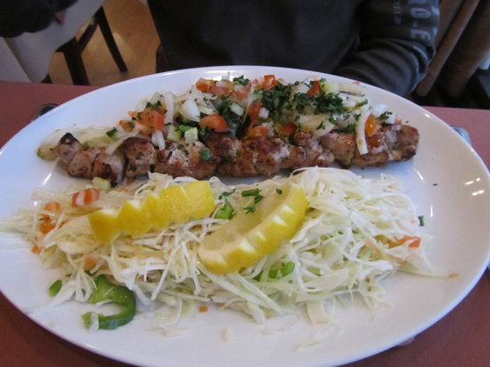 George's Restaurant: Soulvaki, came with salad and chips in a separate dish