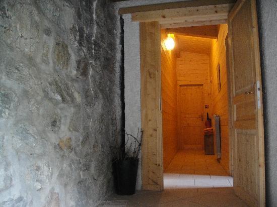 A la Ferme Saint Joseph : entrée couloir chambres (3)