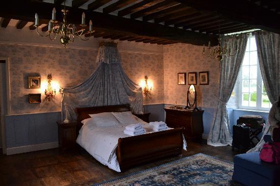 Le Manoir de Herouville: The Toile Suite.