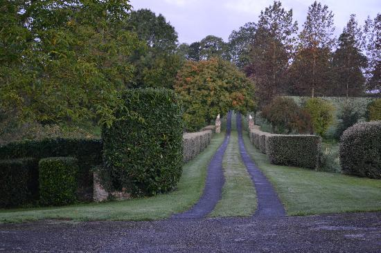 Le Manoir de Hérouville : Looking up the driveway from the Manior.