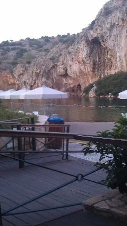 Vouliagmeni Lake: The cafe area where you can relax and drink your coffee or eat.