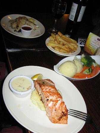 Falls Hotel & Spa: Poorly presented bar food