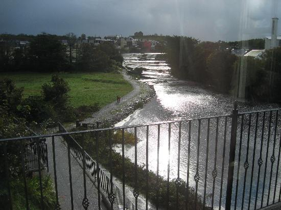 Falls Hotel & Spa: Good view of the falls from the restaurant