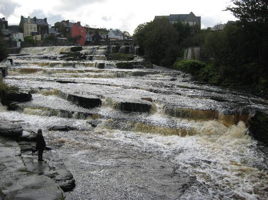 Falls Hotel & Spa: Walking among the falls
