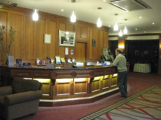 Falls Hotel & Spa: Efficient reception
