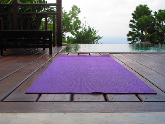 โรงแรมการ์มา กันดารา: My morning yoga in the villa