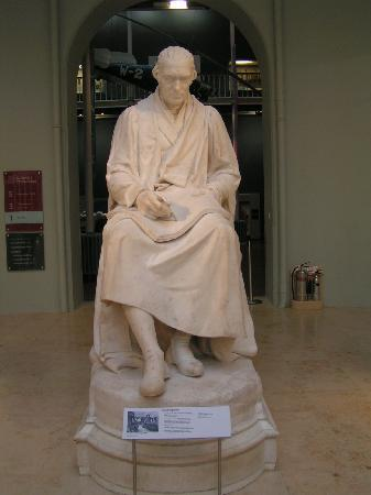 พิพิธภัณฑ์แห่งชาติสก็อตแลนด์: Statue