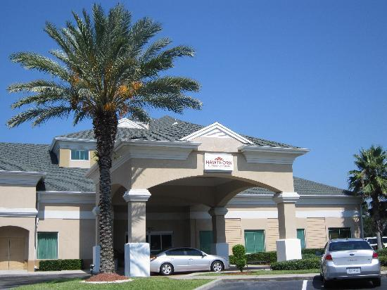 Hawthorn Suites by Wyndham Orlando Lake Buena Vista: front of the hotel