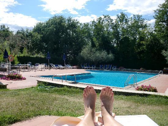 Hotel Garden: my toes and the pool !