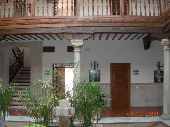 Hotel Casa Palacio.- Patio interior