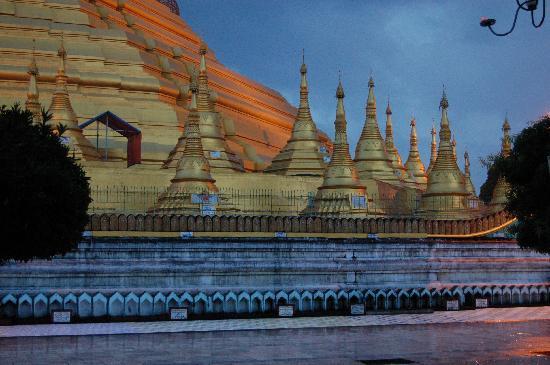 Shwemawdaw Paya: la pagoda a la caída de la tarde