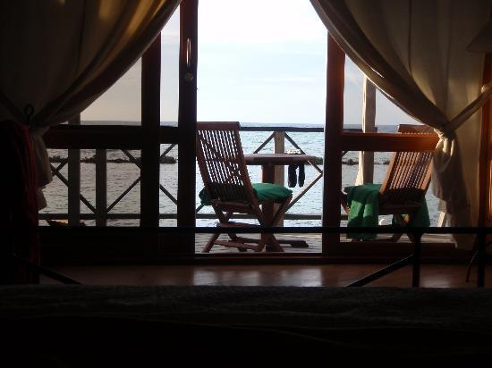 คุรีดุ ไอแลนด์ รีสอร์ท แอนด์ สปา: View from the bed in the water villa