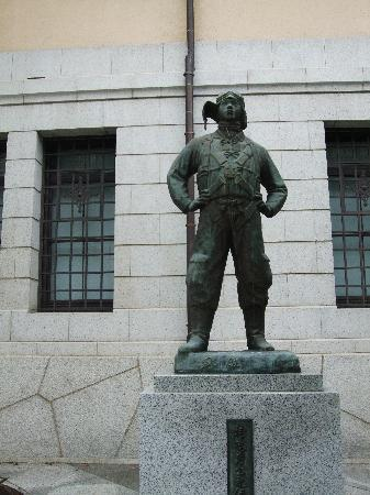 ศาลเจ้ายาสุคุนิ: Kamikaze Statue
