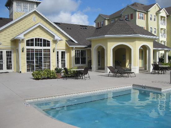 Cane Island Resort: Main Building (Pool)