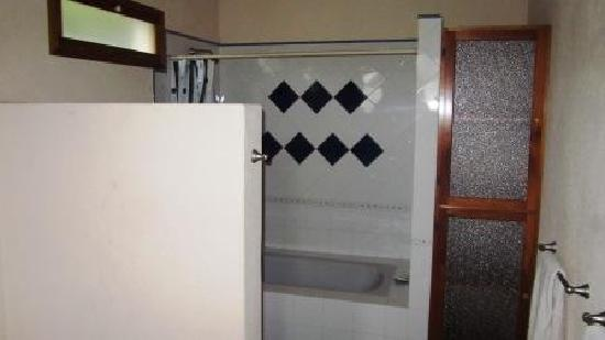Chez Daniel: Bathroom