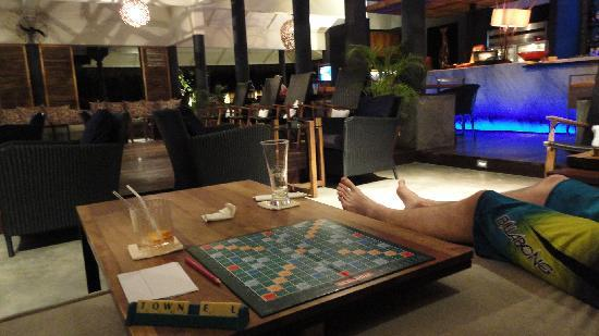Vivanta by Taj Coral Reef Maldives: the open air bar where we played scrabble