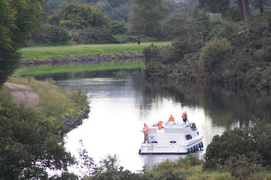 Lochaber Lodges: Boats on the Canal