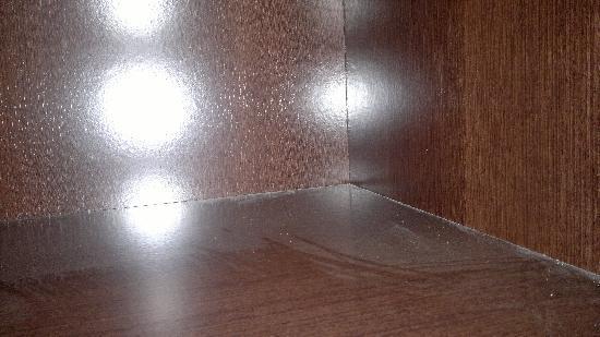 Florencio Hostal: armario sucio