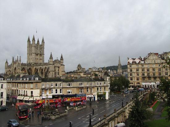 พาเหรด พาร์คทาวน์เฮ้าส์ เบด แอนด์ เบรคฟาสท์: view from our room (on a rainy day)