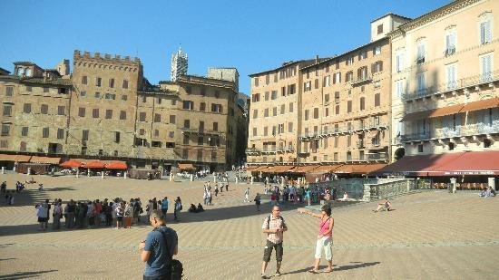 Walkabout Florence Tours: I'm standing in Il Campo - the main square of Siena.