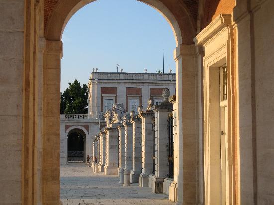 Royal Palace of Aranjuez: maravillos puesta de sol sobre el increíble palacio