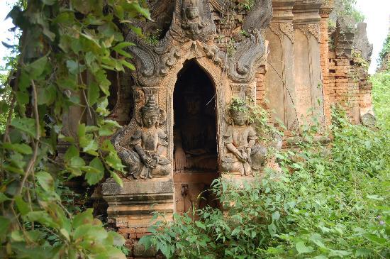 หมู่บ้านอินเดอิน: ruinas entre la selva