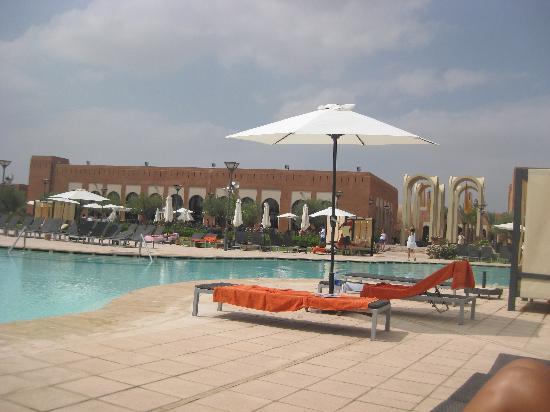 โฮเต็ล เคนซิ คลับ แอกดัล เมดิน่า: Pool area