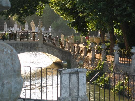 Royal Palace of Aranjuez: Rodeado por un canal