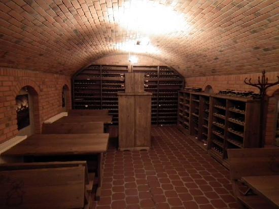 Olandia: Wine Cellar