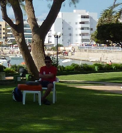 Hotel Torre del Mar: Pool guy