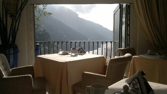 Hotel Villa Franca: What a view to have breakfast gazing at!