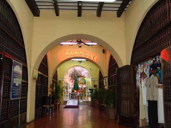 Barrachina Restaurant: Interior