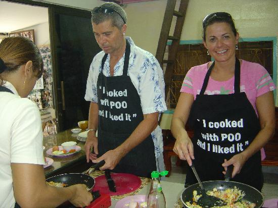โรงแรมดุสิตธานี กรุงเทพ: cooking with POO!