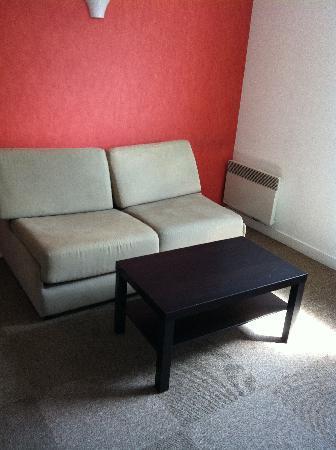 City Residence Chelles : Zona giorno - divano apribile