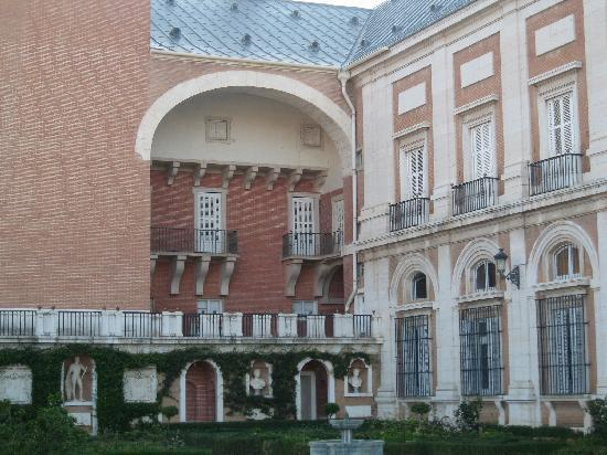 Royal Palace of Aranjuez: costado izquierdo con arcos