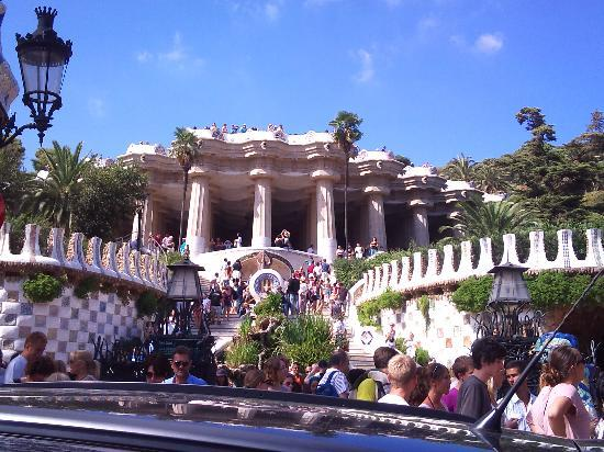 กูเอลปาร์ค: the main entrance