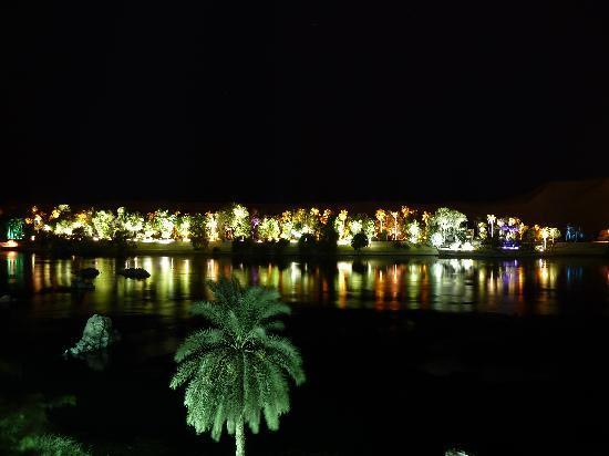 โมเวนพิค รีสอร์ท อัสวาน: l'île aux fleurs la nuit