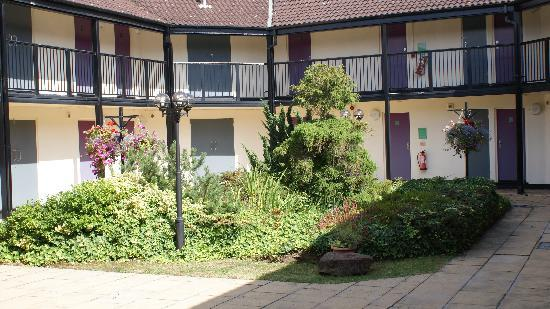Premier Inn Nottingham North West (Hucknall) Hotel: The Courtyard