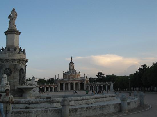 Royal Palace of Aranjuez: the mariblanca explanada