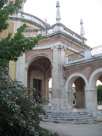 Royal Palace of Aranjuez: un lateral de la iglesia