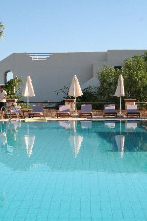 Hotel Asiyan: The pool area