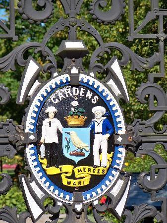 Halifax Public Gardens: Front gate of the gardens