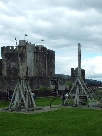 Caerphilly Castle: Castle weapons
