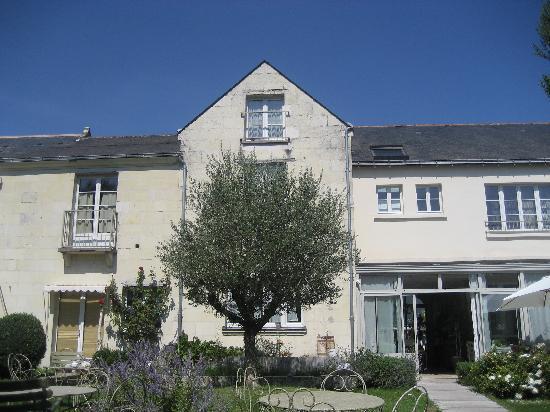 Hotel La Marine de Loire : peaceful garden