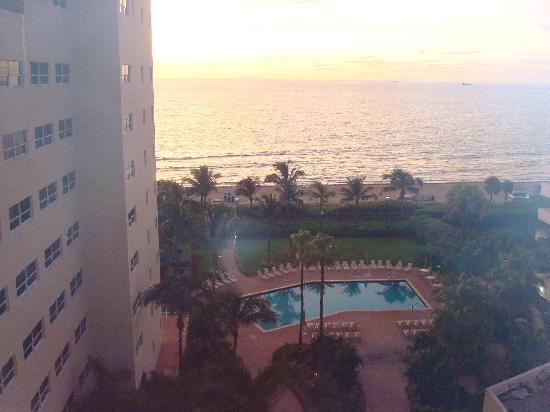 Holiday Inn Miami Beach: view from the room at 6:00 am