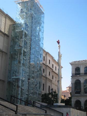 มาดริด, สเปน: reina sofia museum lifts