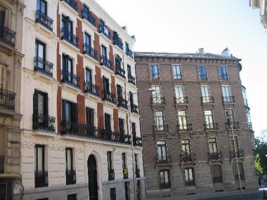 มาดริด, สเปน: one street close to retiro park